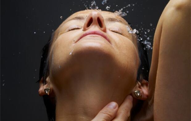 Peeling corporal o peeling facial ultrasónico con ácido hialurónico y vitamina C