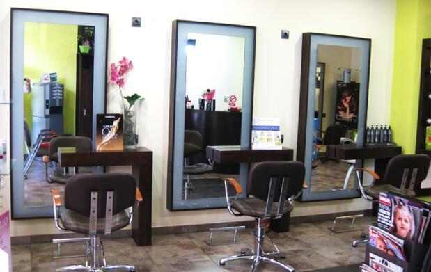 Manicura o sesión de peluquería