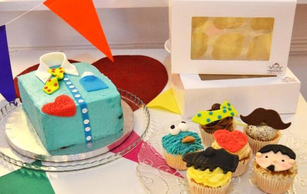 Cupcakes o tarta de bizcocho para el día del padre