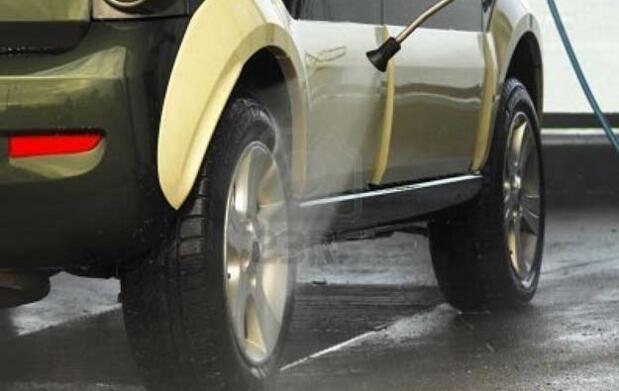 Limpieza de coche a mano