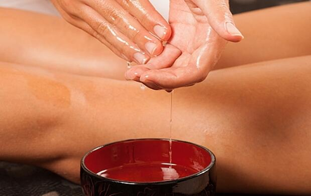 Masaje con aceites y cocktail