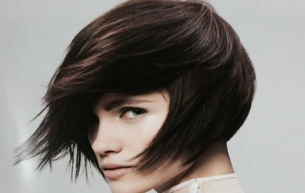 Sesión de peluquería con maquillaje expres o manicura