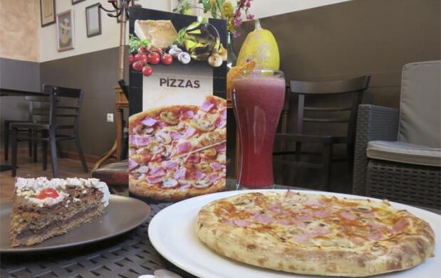 Pizzas, postre y bebida para dos