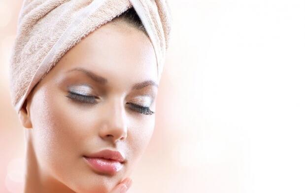 Prepara la piel para el verano: tratamiento facial con ácido hialurónico