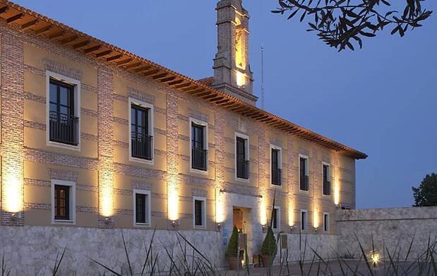 Valladolid: Hotel 5* y visita bodega