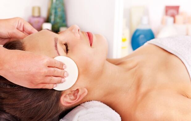 Limpieza, peeling y tratamiento facial