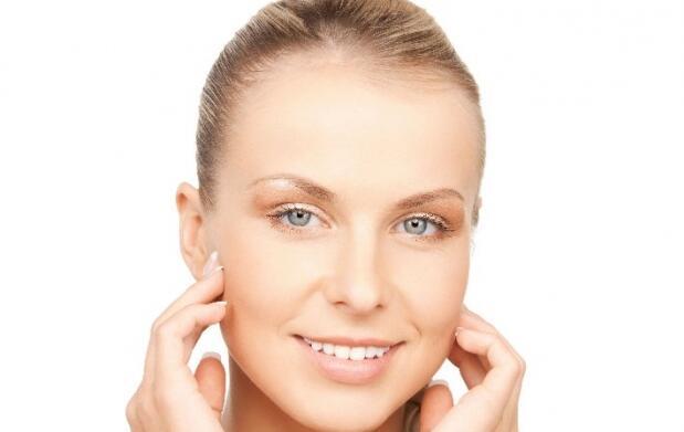 Limpieza facial con productos naturales