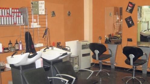 Sesión de peluquería con masaje
