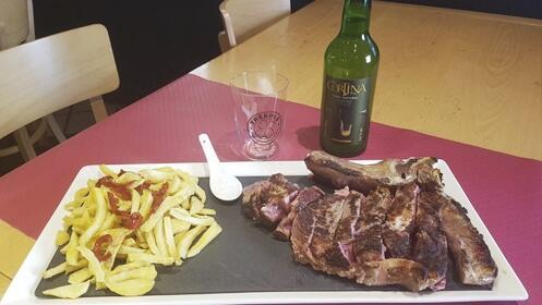 1 kilo de chuletón de vaca madurada ternera asturiana y entrante para dos
