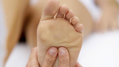 Pedicura masculina. Cuidado y arreglo para la higiene del pie