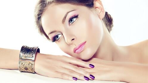 Limpieza facial con punta de diamante y opción a esmaltado y diseño de cejas