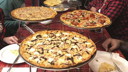 Pizza casera de 40 cm, spaguetti de la casa o ensalada para dos