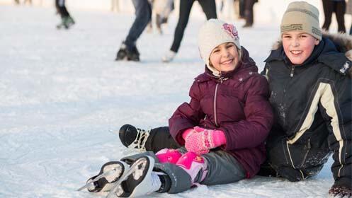 Diviértete patinando sobre hielo