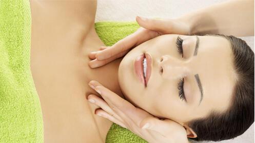 Peeling facial y masaje con aromaterapia y aceites esenciales