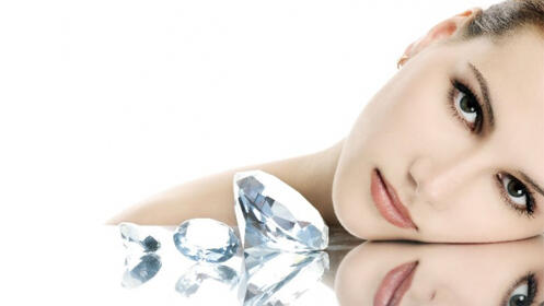 Peeling facial unisex con punta de diamante e hidratación con hialurónico