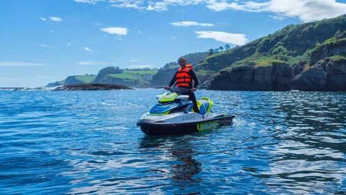 Diversión para dos: Moto de agua + Paddle Surf + Menú en sidrería Sobigañu
